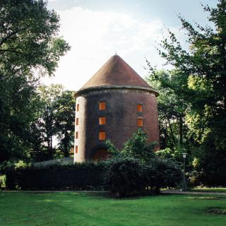Der Massage Turm
